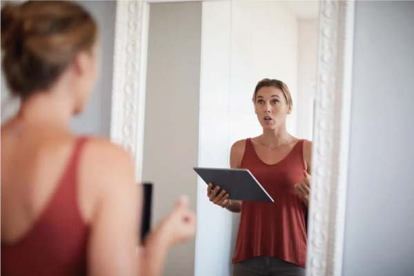 speaking-into-a-mirror-for-practice